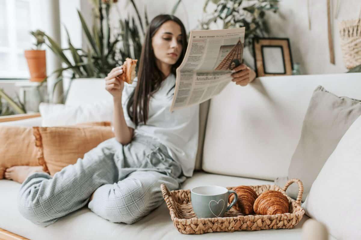 Przegląd prasy kawa croissant